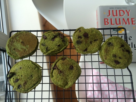 mini mint chocolate chip pancakes. green from bok choy, minty from peppermint extract, way delicious-er than they look